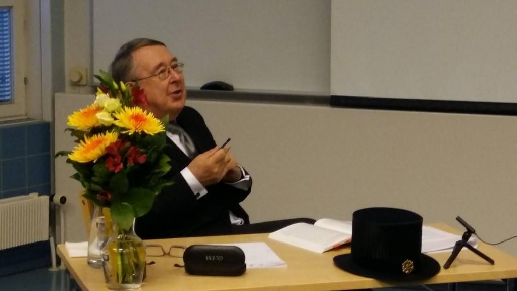 Vastaväittäjänä professori emeritus Timo Airaksinen, Helsingin yliopisto.
