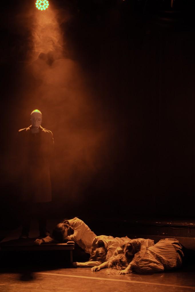 """Kuva: Juho Holviala, näytelmästä """"Oikeusjuttu"""""""